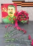 Цветы — Великому Сталину!